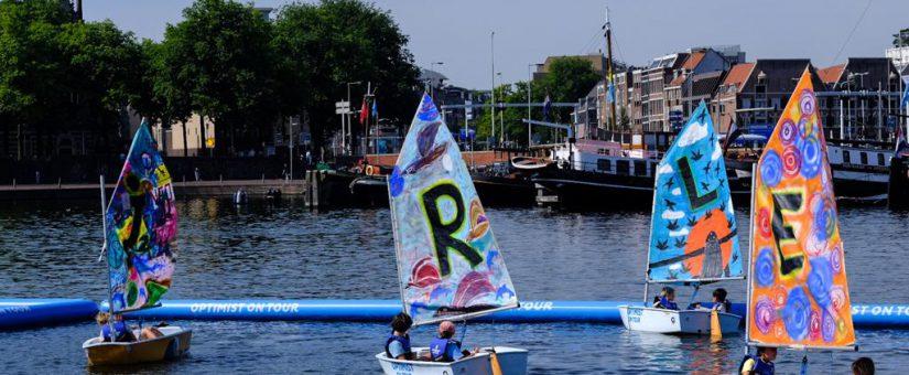 Beschilderde SAIL zeilen in Amsterdamse haven NHNieuws